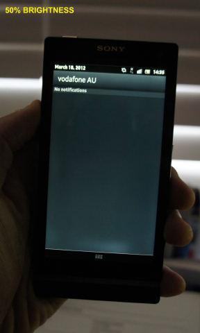 На экранах некоторых Sony Xperia S замечены желтые пятна